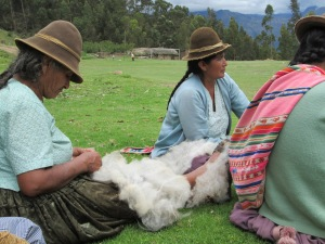 Doña Dionicia Prepping Fleece, She´s the Eldest Weaver, but not the Eldest Spinner