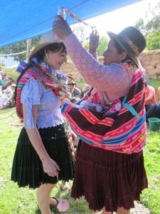 Doña Máxima Adorning Katie with Streamers