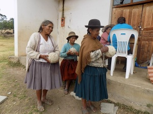 Doñas Maximiliana, Eulalia, and Berna Waiting for Their Ovillas to be Measured