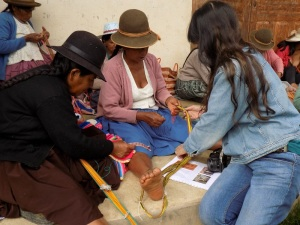 Laverne Teaches Doña Narciza Using a Diagram While Doña Felicidad Learns Using a Sample
